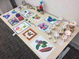 「集い・たんぽぽ」の皆さまが手作りされた作品を展示しています!