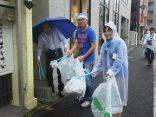 ブルーサンタのコスチュームで清掃活動に参加しました!
