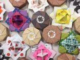 折り紙で手作りした独楽や花をロビーに展示しています!